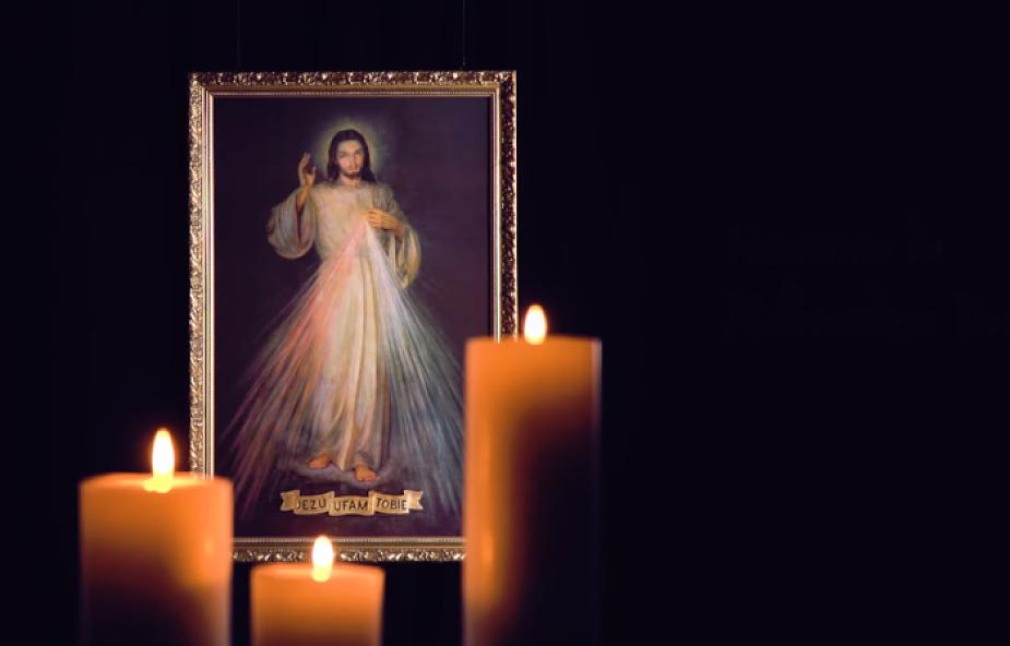 Z tą nowenną wiąże się obietnica złożona przez samego Chrystusa   NOWENNA DO MIŁOSIERDZIA BOŻEGO - ZAPOWIEDŹ
