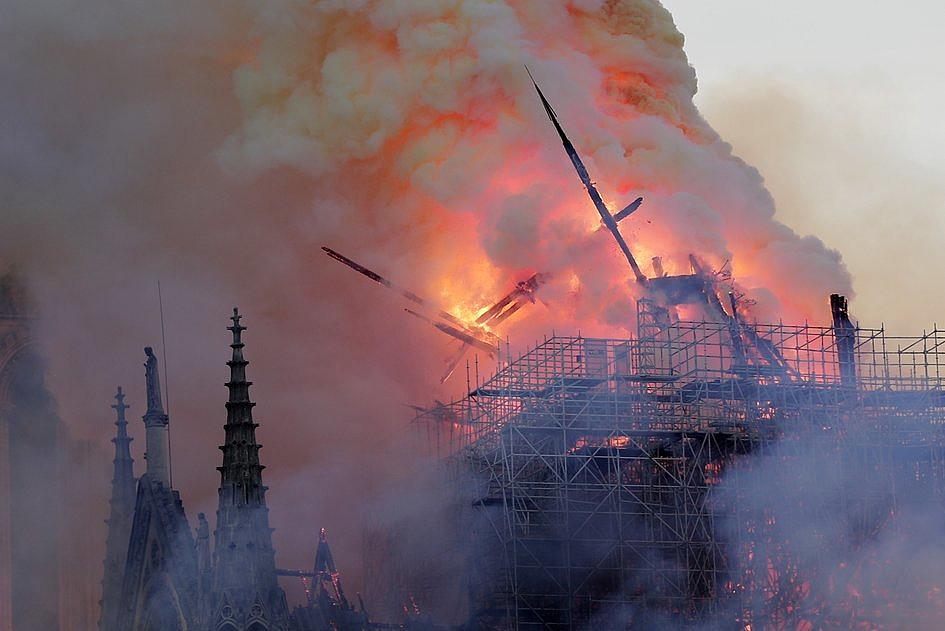 Te zdjęcia pokazują gigantyczną skalę zniszczeń katedry Notre-Dame [ZDJĘCIA] - zdjęcie w treści artykułu nr 3