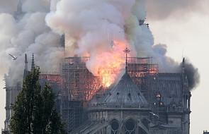 Pali się katedra Notre-Dame w Paryżu. Dach kościoła w ogniu