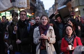 We wtorek wieczór setki osób zgromadziło się na modlitewnym czuwaniu przed katedrą Notre Dame