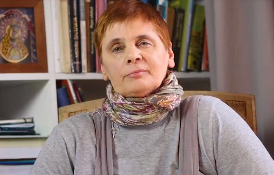 """""""Choruję na raka piersi"""". Janina Ochojska podzieliła się bardzo smutną wiadomością [WIDEO]"""