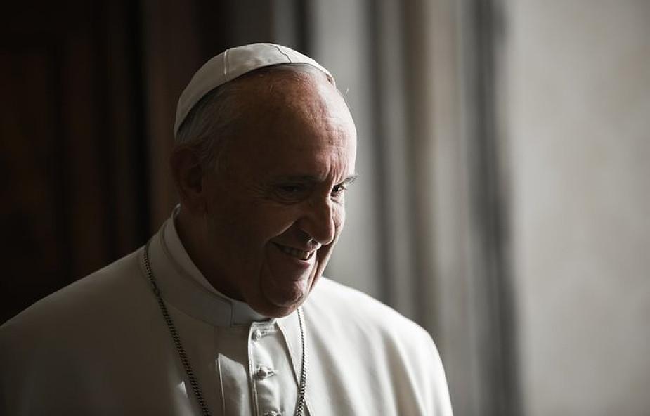 Papież Franciszek sprawuje liturgię Wieczerzy Pańskiej w więzieniu