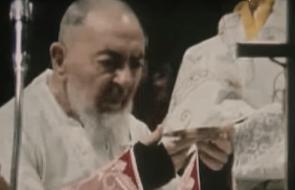 """Tak wyglądała ostatnia Msza św. Ojca Pio. """"Stygmaty... Jezus go opuścił"""" - mówili świadkowie"""
