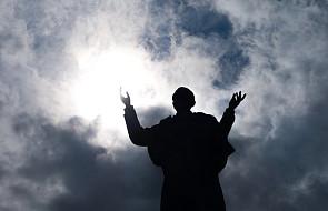 Każdą liturgię Jan Paweł II przeżywał w wyjątkowy sposób. Wielki Tydzień ze św. Janem Pawłem II. #WielkiCzwartek