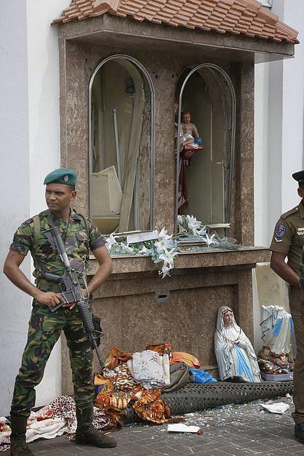 Eksplozja w trzech kościołach w czasie mszy świętej i trzech hotelach. Zabitych już ok. 200 osób [AKTUALIZACJA] - zdjęcie w treści artykułu