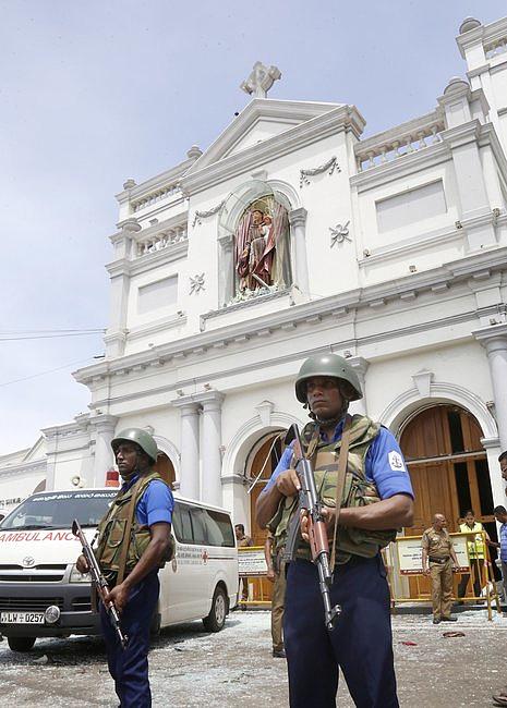 Eksplozja w trzech kościołach w czasie mszy świętej i trzech hotelach. Zabitych już ok. 200 osób [AKTUALIZACJA] - zdjęcie w treści artykułu nr 1