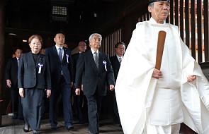 Japońscy parlamentarzyści odwiedzili świątynię uznawaną za symbol imperializmu przez Chiny i Koreę Pd.