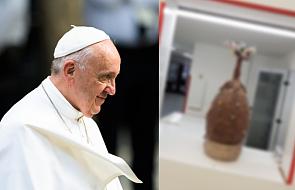 Chyba każdy by chciał dostać taki prezent od papieża. Waży 20 kilogramów i jest... z czekolady [FOTO]