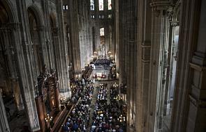Paryż: rektor bazyliki Notre-Dame złoży skargę w związku z pożarem