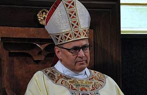 """Bp Mering do Kaczyńskiego: """"pańskie sukcesy są naszymi"""". Ks. Kachnowicz: Kościół, który się upartyjnia przestaje być katolicki"""