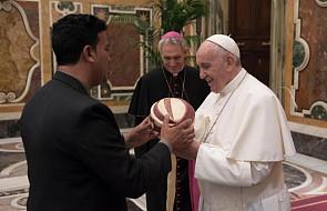 """Franciszek: """"Biblia nie jest pięknym zbiorem świętych ksiąg do studiowania, jest Słowem do zasiewu"""""""