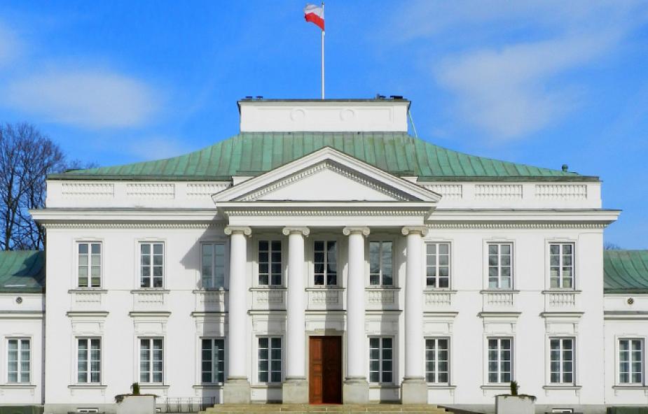 Siedem osób z zarzutami ws. prezydenckich rezydencji w Klarysewie i Promniku