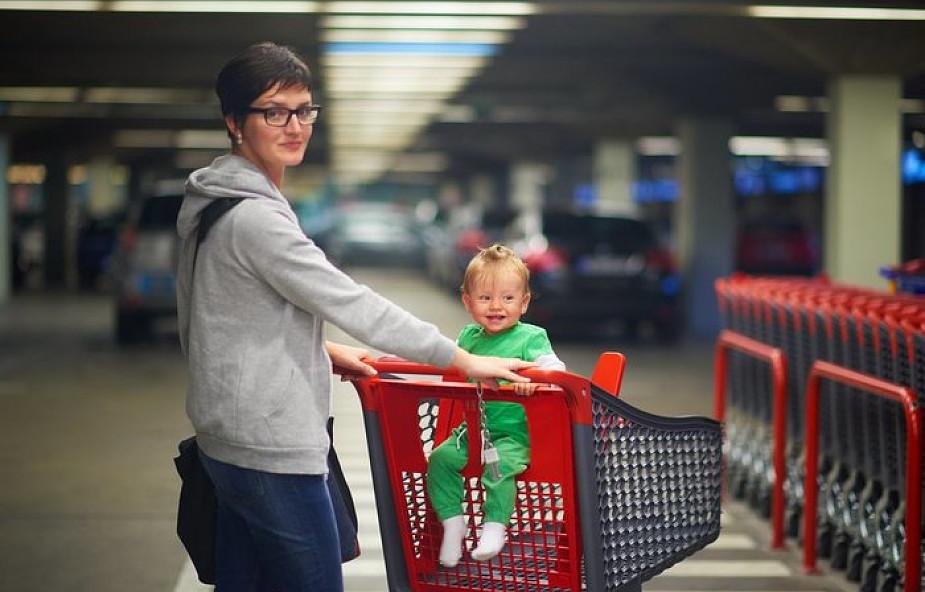 Nowa Zelandia: szefowa rządu zapłaciła w sklepie za zakupy matki z dwojgiem dzieci