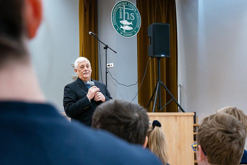 Arturo Sosa SJ spotkał się z uczniami Zespołu Szkół Jezuitów w Gdyni - zdjęcie w treści artykułu nr 1