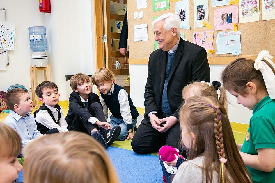 Arturo Sosa SJ spotkał się z uczniami Zespołu Szkół Jezuitów w Gdyni - zdjęcie w treści artykułu