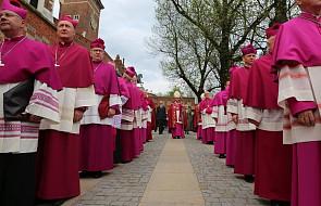 Cały episkopat do dymisji? Wyniki ogólnopolskiego sondażu mogą zaskoczyć
