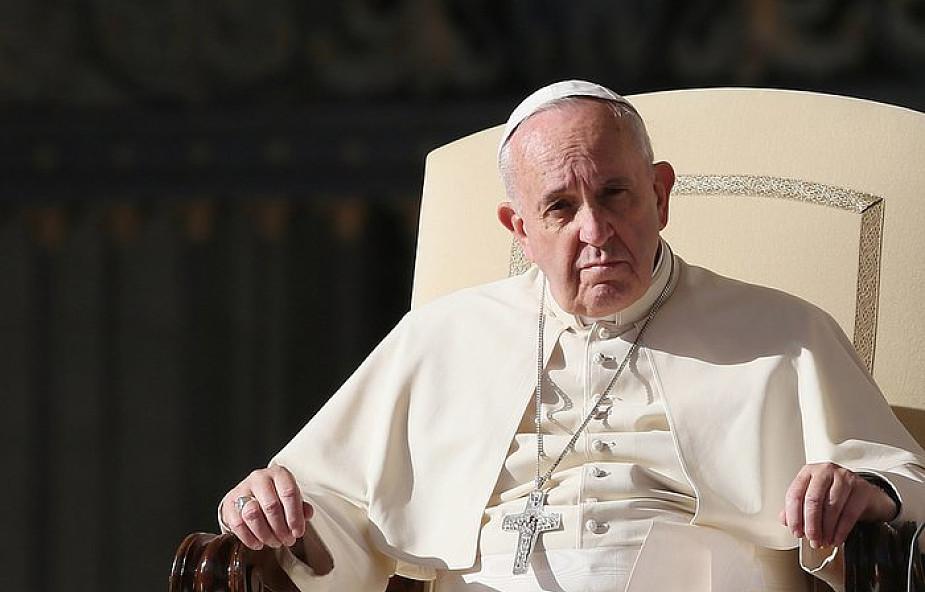 """Papież w ostrych słowach skrytykował biskupów. Ostrzegł przed """"załamaniem się hierarchicznej struktury"""""""