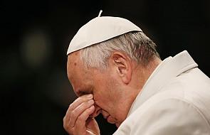 Biskup rozpłakał się w czasie spotkania z Franciszkiem. Papież powiedział coś bardzo poruszającego