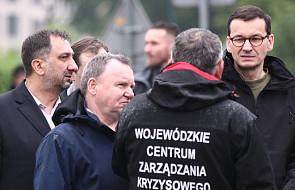 Premier Morawiecki na terenach podtopionych: sytuacja jest niedobra i niestety rozwojowa
