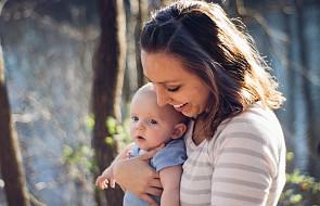 To wzruszająca kołysanka dla każdej mamy, która tęskni za swoim dzieckiem [WIDEO]
