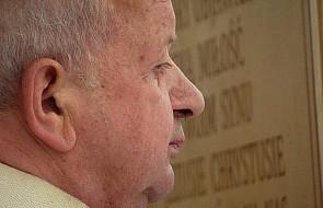 """Kard. Dziwisz opublikował oświadczenie w związku z artykułami """"uderzającymi w autorytet św. Jana Pawła II"""""""