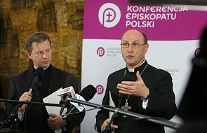 Organizacje pomagające skrzywdzonym potrzebują pieniędzy. Czy pomogą biskupi?