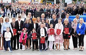 Dzielne i odważne dzieci wyróżnione medalami Młodego Bohatera. Medale zostały wręczone podczas obchodów Dnia Strażaka