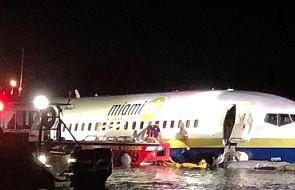 USA: Boeing wypadł z pasa startowego i wpadł do rzeki; 21 osób rannych