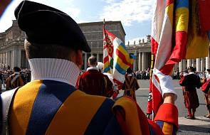 """Watykańska Gwardia Szwajcarska ma problemy ze znalezieniem rekrutów. """"Tu nie przybywa się dla zabawy"""""""