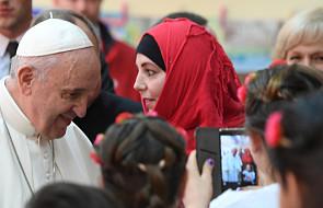 """Papież przestrzega, by nie """"klasyfikować"""", kto jest godny miłości a kto nie"""