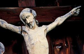 Profanacja w katedrze: podeptali krzyż i wlali alkohol do kropielnicy