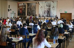 Matury 2019: 663 szkoły zgłosiły do OKE informacje o otrzymaniu sygnału o podłożeniu ładunku