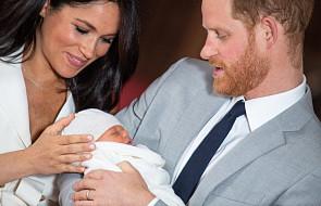"""Książę Harry o synu: zmienia się każdego dnia i """"już też ma lekki zarost"""" [ZDJĘCIA]"""