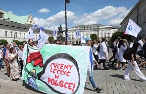 Warszawa: lekarze demonstrowali ws. zwiększenia dofinansowania publicznej ochrony zdrowia