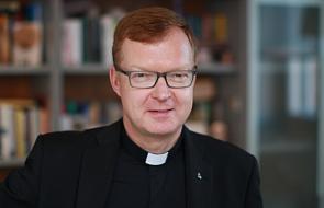 Hans Zollner SJ: jeśli Kościół nie zrezygnuje z władzy, ludzie się odwrócą