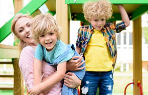 Jak ogarnąć biegającą piątkę dzieci z szóstym na rękach? Wyzwania Matki Polki