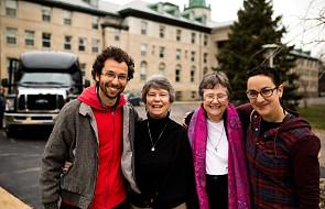 Milenialsi poszukiwali odpowiedzi w świecie, ale znaleźli je w klasztorze. Jak zareagowały siostry?