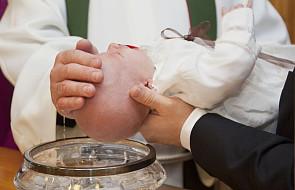 Chrzest musi spełnić cztery warunki. Kiedy jest nieważny? [WYJAŚNIAMY]