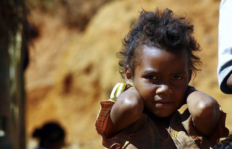 Ponad 27 mln dzieci opuściło domy z powodu konfliktów zbrojnych