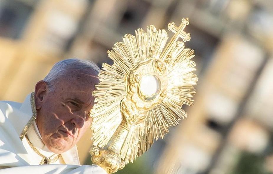 Franciszek: Eucharystia to antidotum na obojętność wobec potrzeb bliźnich