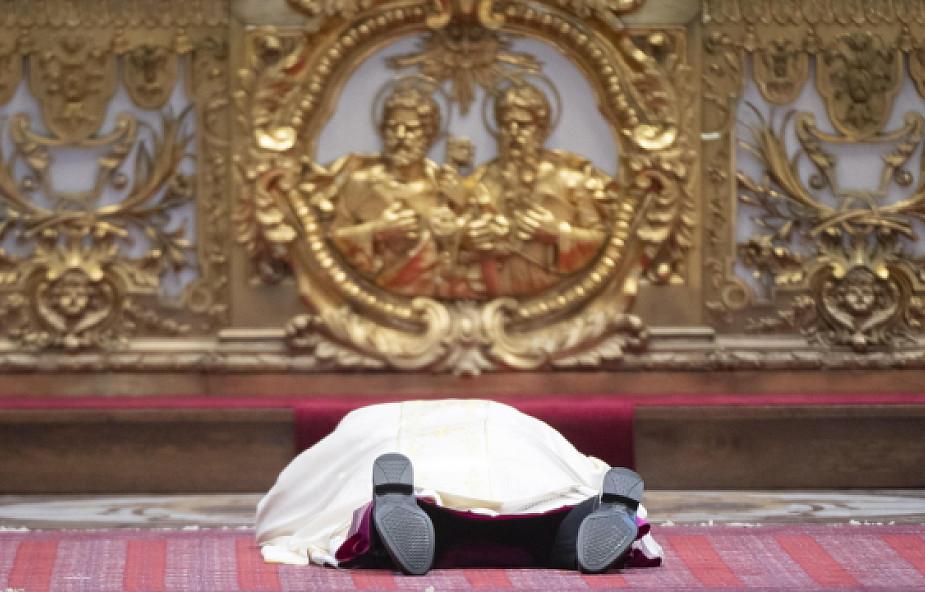 Skandal podczas święceń nowego biskupa w Watykanie. Wierni są głęboko poruszeni