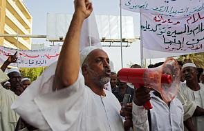 Sudan: tysiące protestujących zablokowało drogi. W centrum stolicy trwają walki ze służbą bezpieczeństwa