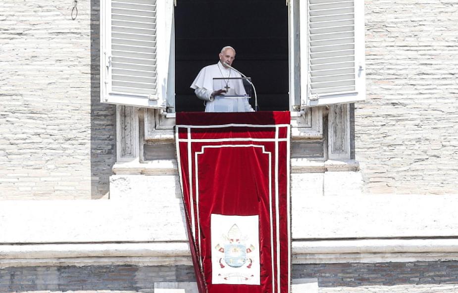 """Papież pozdrowił Trumpa i Kim Dzong Una. """"To dobry przykład kultury spotkania""""."""