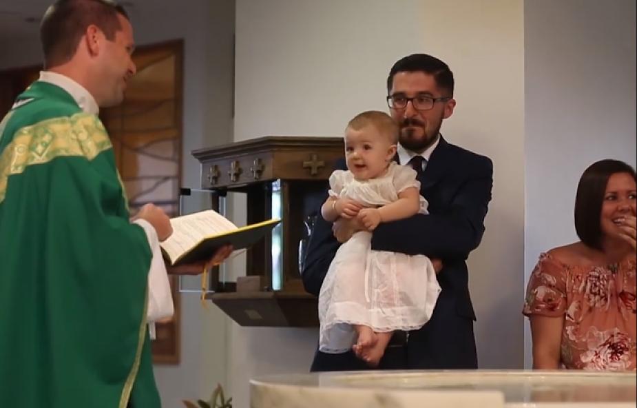 Choć to ważny moment, zdarzają się wpadki. Zobaczcie 13 zabawnych momentów w czasie chrztu