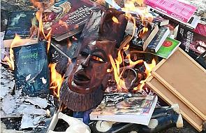 """Jest decyzja prokuratury ws. palenia książek w Gdańsku. Na ognisku spłonął m.in. """"Harry Potter"""""""