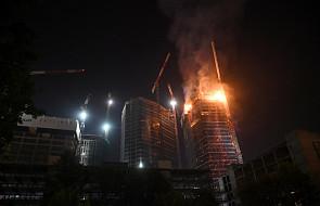 Warszawa: 130 strażaków gasiło nieukończony wieżowiec The Warsaw Hub