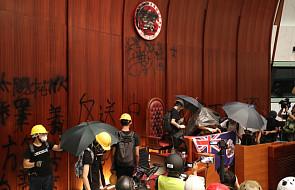 Hongkong: grupa protestujących wdarła się do siedziby parlamentu