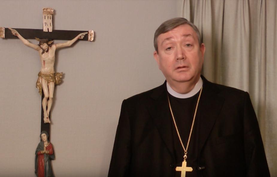 """""""Biskup jest z zasady omylny. Nie wszystko robi dobrze"""". Hierarcha wzywa do angażowania świeckich katolików"""
