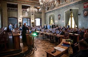 """""""Każdy człowiek jest równy, nie ma gorszych i lepszych"""". Bezdomni wzięli udział w sesji Rady Miasta Krakowa"""