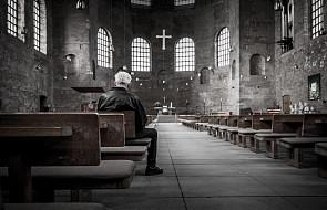 Proboszcz otworzył kościół, by chronić bezdomnych i młodych imigrantów